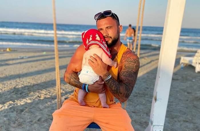 George impreuna cu fiica lui la mare pe plaja in leagan