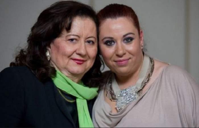 Oana și Mioara Roman, fotografiate împreună, îmbrățișate și zâmbitoare