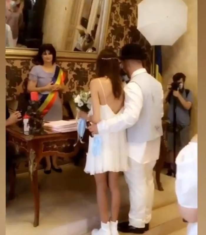 Nuntă mare în showbiz! Un cunoscut cântăreț de la noi s-a căsătorit!