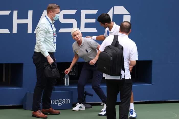 Novak Djokovic a lovit cu mingea o femeie arbitru și a fost descalificat de la US Open