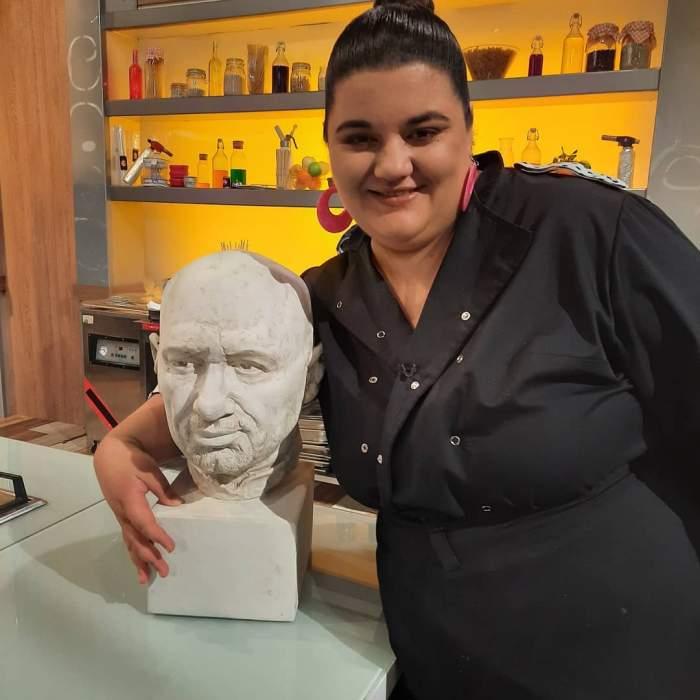Claudia Radu în platoul emisiunii Chefi la cuțite.