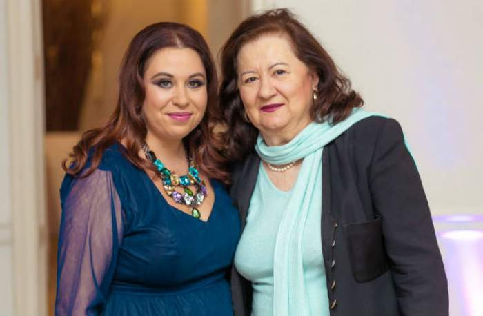 Oana Roman alături de mama sa.