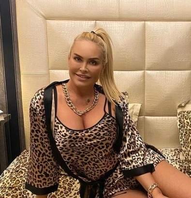 Vica Blochina, în pat