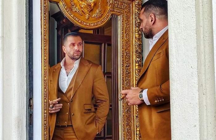 alex bodi acasa in oglinda