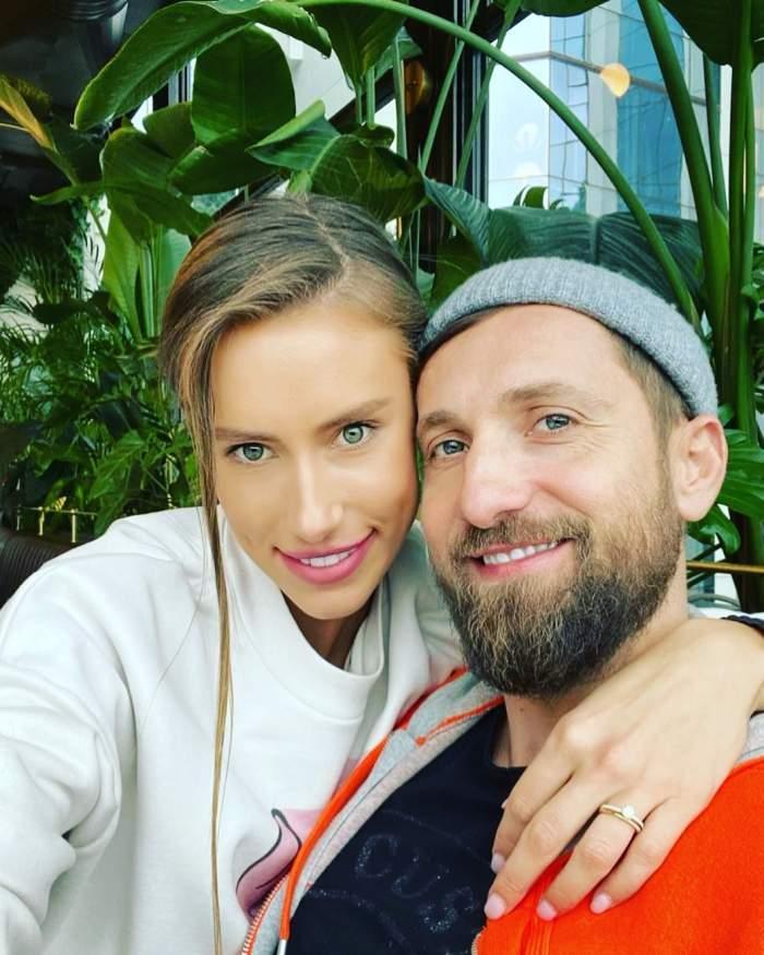 Gabriela Prisacariu și Dani Oțil, îmbrățișați și zâmbitori