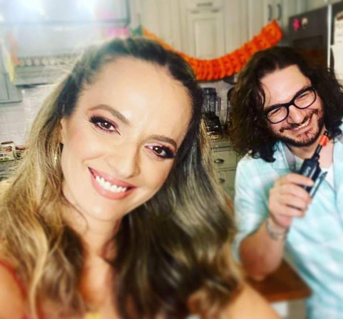 Florin Dumitrescu si Cristina sunt la o petrecere si rad