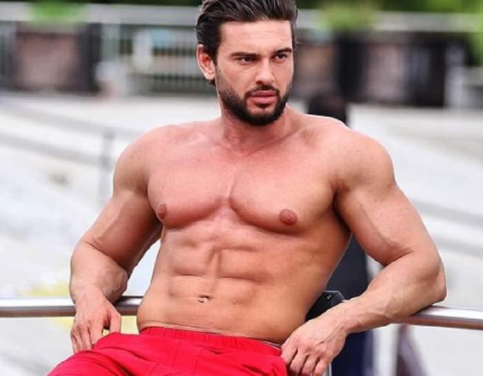 Dorian Popa, la plajă, în pantaloni scurți roșii