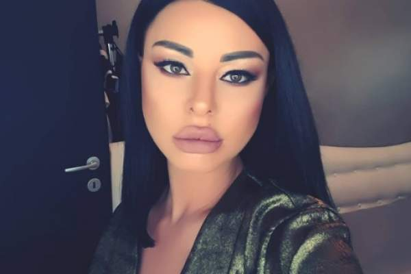 ana maria mocanu selfie