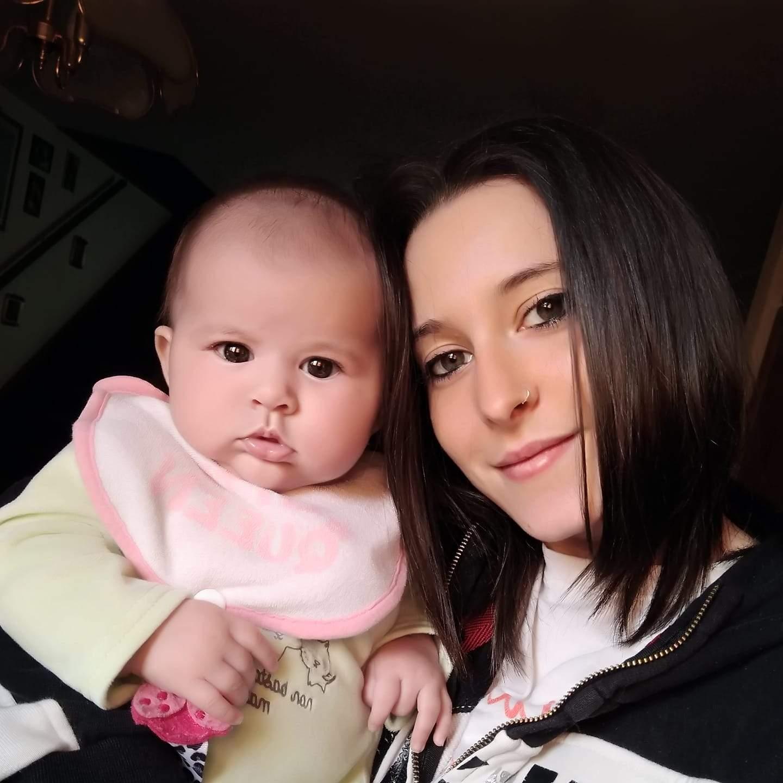 Silvia Barni și fiica ei de numai 18 luni