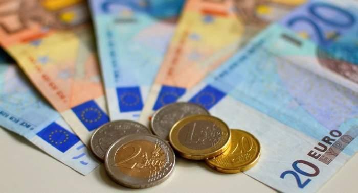 Monede și bancnote de euro.