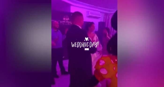 barbatul cu sotia si invitatii la nunta