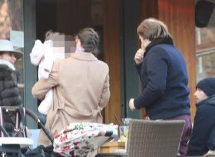 Imagini în exclusivitate cu Diana Videanu și copilul ei! Familia fostului primar al Capitalei, surprinsă la un restaurant de fițe / PAPARAZZI