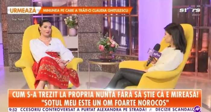 Fanica Modoran, îmbrăcată în costum tradițional, oferă un interviu reporterului Antena Stars