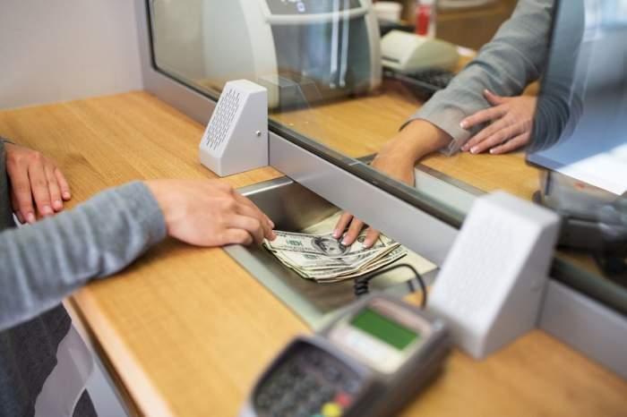 Schimb de bani, curs valutar.