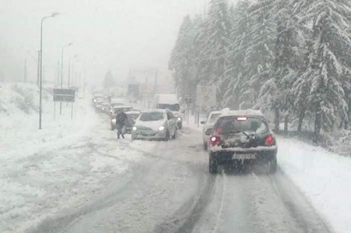 Trafic blocat din cauza viscolului și ninsorii