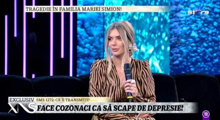 Maria Simion este la Xtra Night Show, poarta o rochie animal print