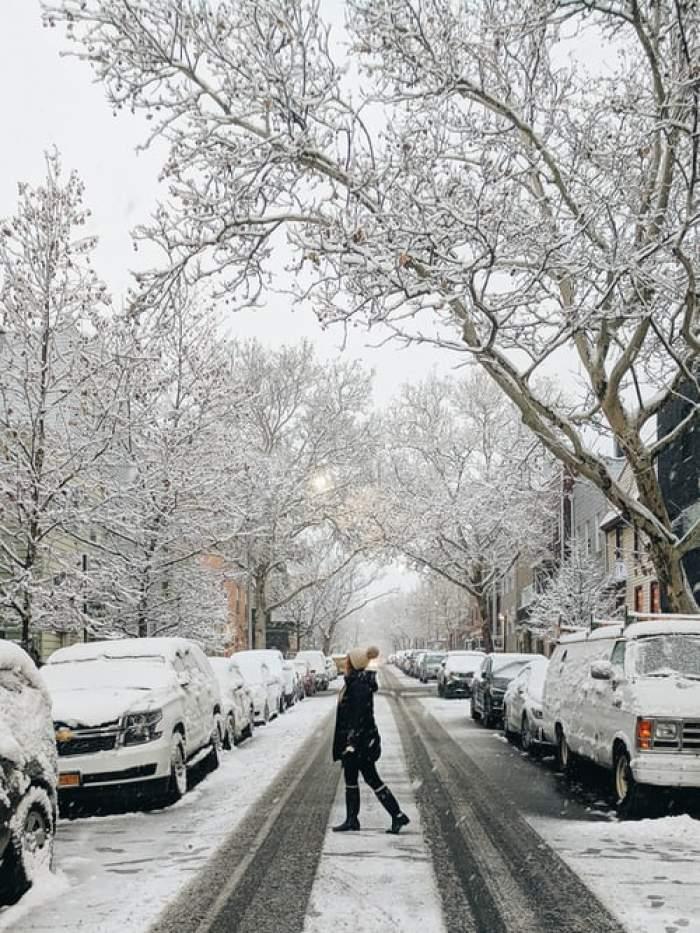 stradă cu zăpadă