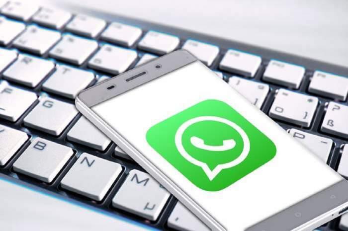 Imagine ilustrativa cu aplicatia WhatsApp pe un telefon mobil