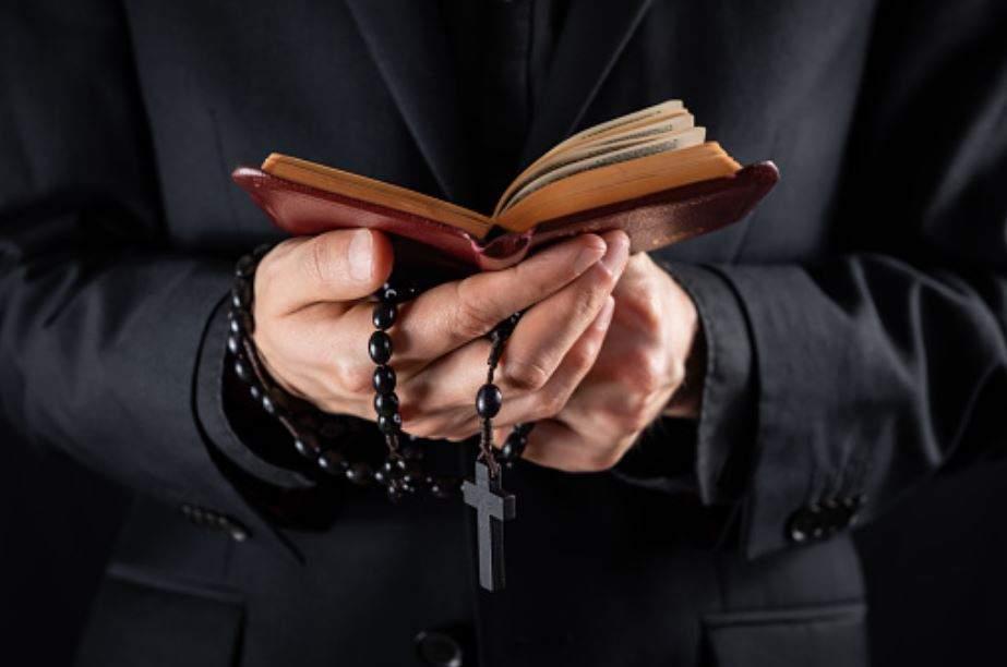 Preot fals de 18 ani în Galați, prins de Bobotează de polițiști!