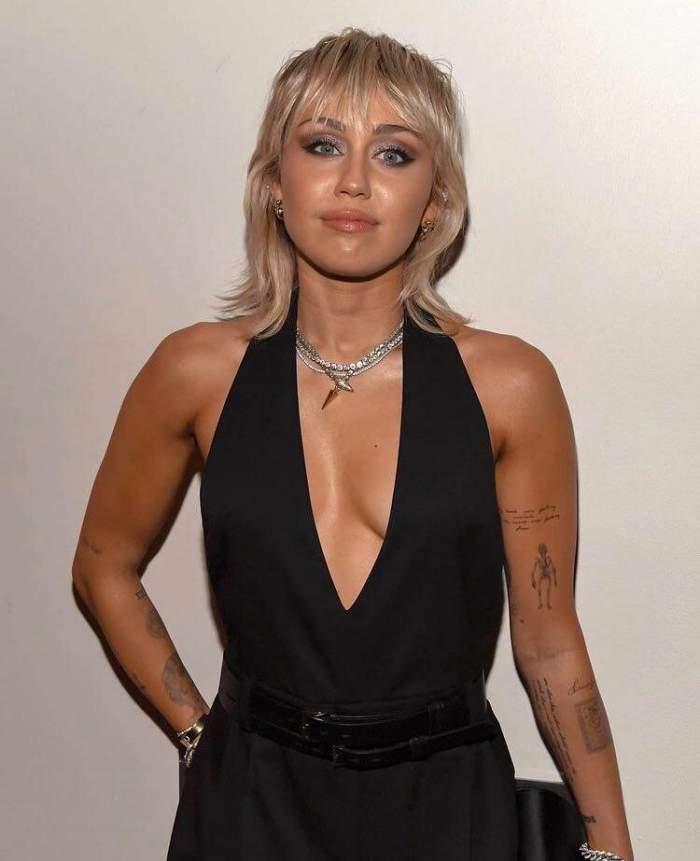 Miley Cyrus suferă din cauza morții câinelui ei, Mary Jane