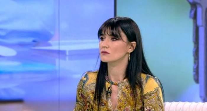 Cristina Ianusevici, îmbrăcată în galben, la Acces Direct