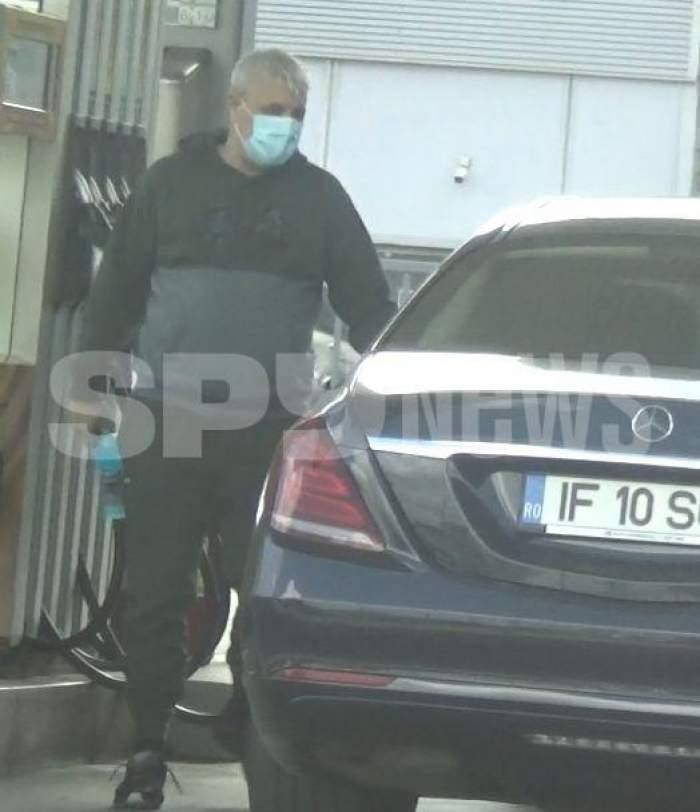 Marius Șumudică, în benzinărie, urcă în mașină