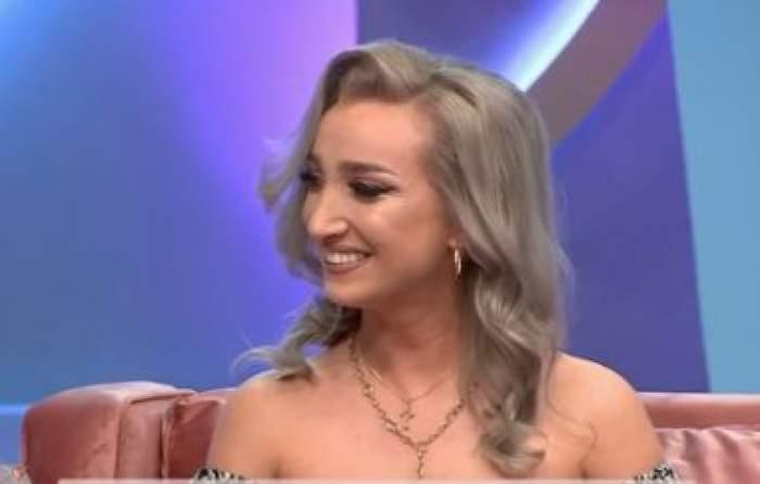 Carmen, zâmbitoare la TV
