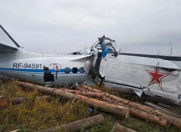 Un avion cu 23 de oameni la bord s-a prăbușit în estul Rusiei. Mai multe persoane au murit, iar alte șapte au fost rănite grav