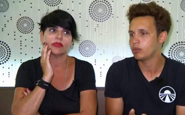 Patrizia Paglieri și Francesco, îmbrăcați în negru, supărați