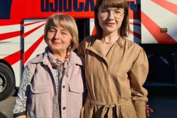 Alexandra și Anca Ungureanu, îmbrățișate și zâmbitoare