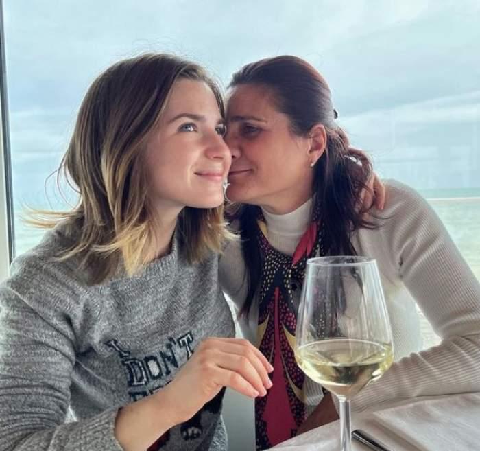 Cristina Ciobănașu alături de mama sa, în italia