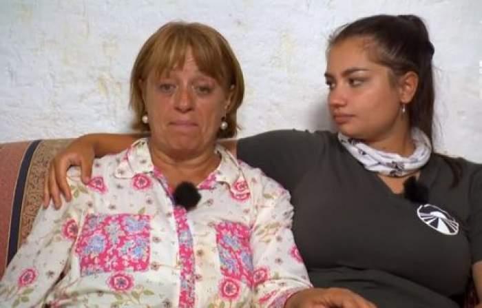 Adriana Trandafir și Maria Speranța, îmbrățișate, vorbind