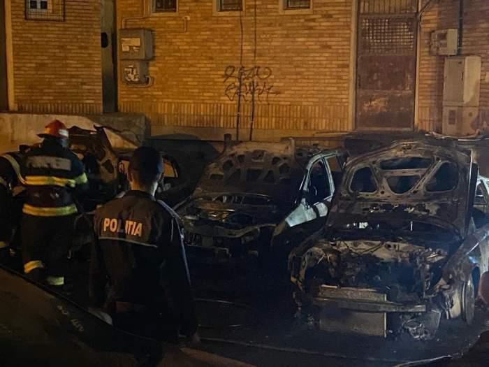 """Mai multe mașini din Galați au luat foc. Flăcările i-au speriat pe cetățeni: """"Nici n-am putut să ieşim din bloc, uşile sunt topite''"""