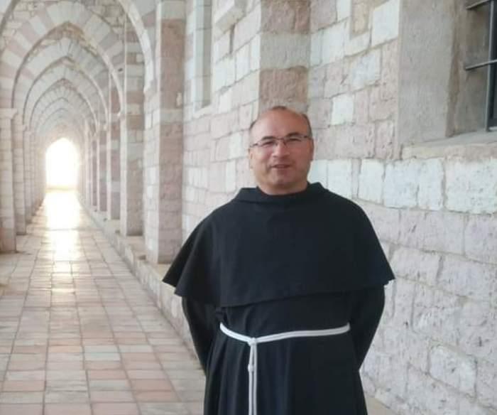 Un preot român a murit de coronavirus în Italia. În urmă cu o lună, bărbatul și-a înmormântat mama