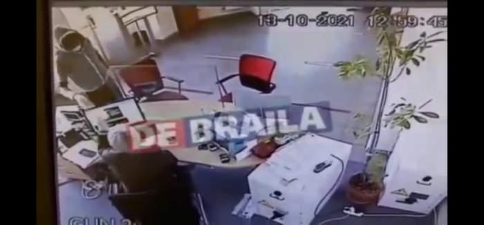Un bărbat din Brăila a jefuit o bancă și a reușit să fugă cu câteva mii de euro. Suspectul este căutat de polițiști / VIDEO