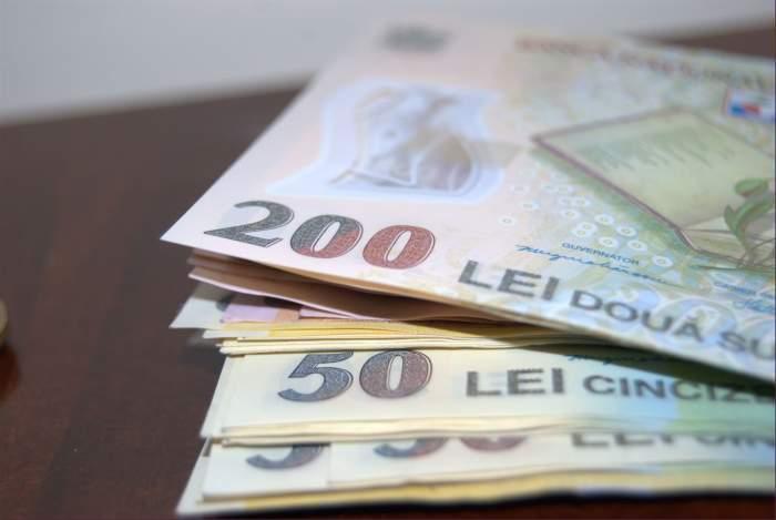 Mai multe bancnote de 50 și 200 de lei