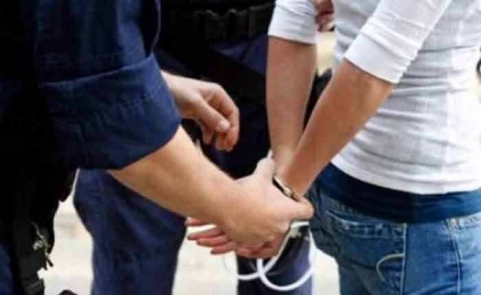 O angajată DSP a fost reținută, după ce a primit mii de euro pentru angajarea unei asistente. Ce pedeapsă riscă femeia