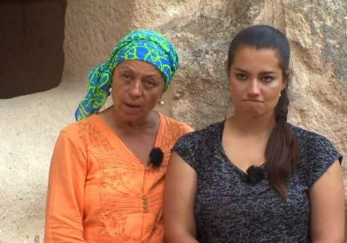 Adriana Trandafir și Maria Speranța vorbesc și gesticulează