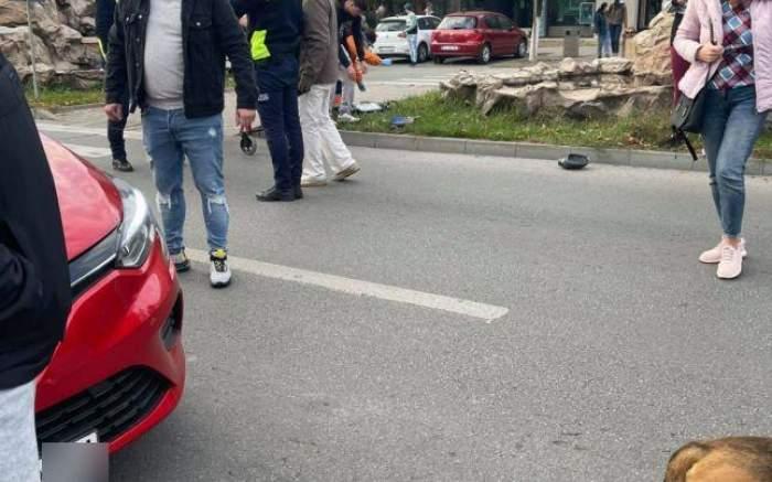Un copil de 2 ani a murit după ce a fost spulberat de o mașină. Băiețelul traversa un bulevard din Slatina alături de bunica lui