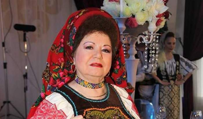 Saveta Bogdan în costum popular