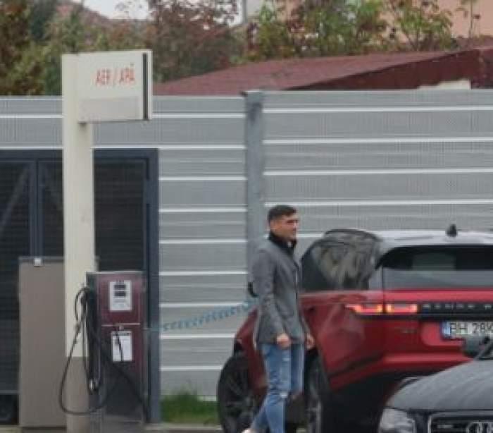 Claudiu Keșeru își umflă roțile de la mașină