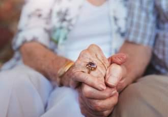 Soţ şi soţie din Alba, răpuși de Covid-19 în aceeaşi zi. Cei doi erau internaţi în spital de aproximativ două săptămâni