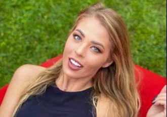 """Roxana Nemeș, reacție nervoasă pe rețelele sociale. Un internaut a scos-o din minți pe blondină: """"Ai avut relații numai cu bătrânei"""""""