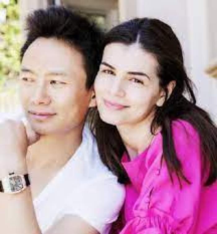 Mr. Pink și Monica Gabor, îmbrățișați și zâmbitori