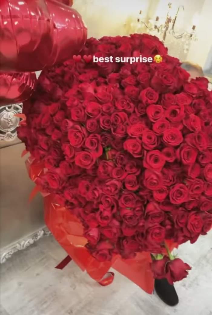 Buchetul de trandafiri roșii primit d Loredana Chivu