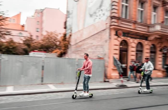 Trotinetele electrice, interzise pe trotuare, în România. Cum motivează Guvernul decizia