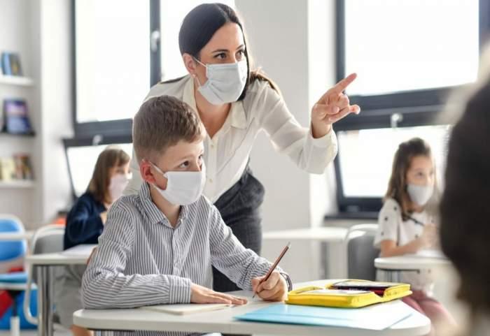Peste trei sferturi dintre părinții elevilor din România nu vor să își vaccineze copiii. Rezultatul chestionarului distribuit în școli, anunțat de Sorin Cîmpeanu