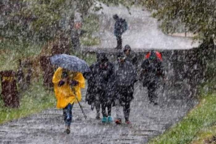 ploi pe strada