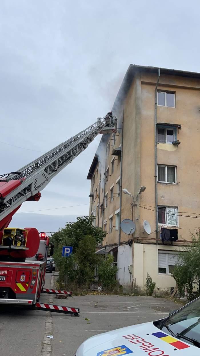 Incendiu de proporții într-un bloc din Balș! Patru persoane au fost intoxicate cu fum și alte 25 au fost evacuate / FOTO
