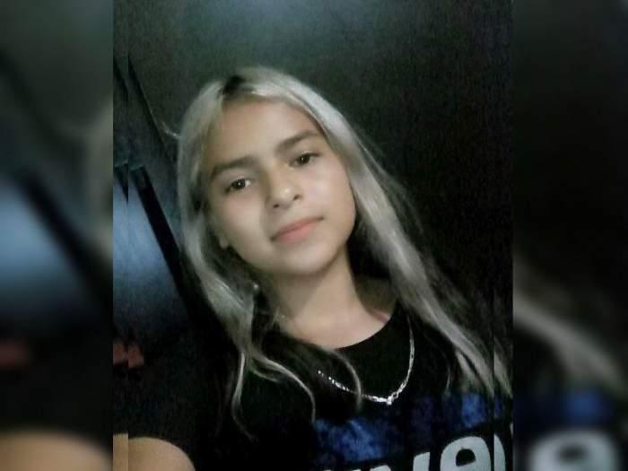 O adolescentă de 13 ani a fost abuzată și ulterior sugrumată de trei colegi de clasă. Băieții i-au aruncat trupul neînsuflețit la groapa de gunoi